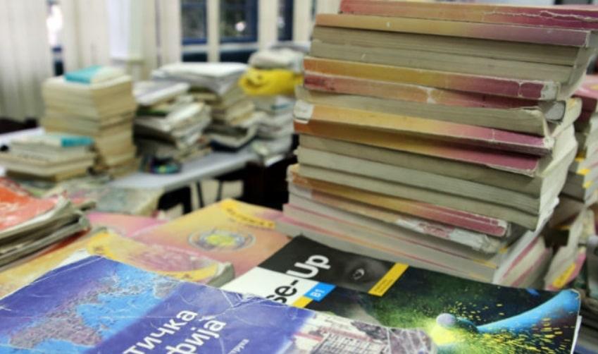 Министерството за образование испорача искинати и мувлосани учебници
