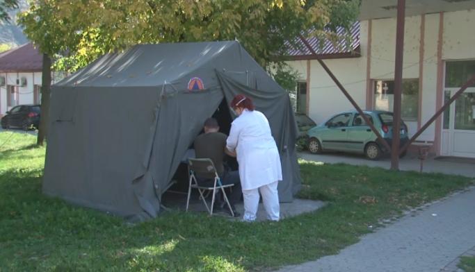 Во Кичево пациентите со коронавирус се примаат во шатори, власта без слух