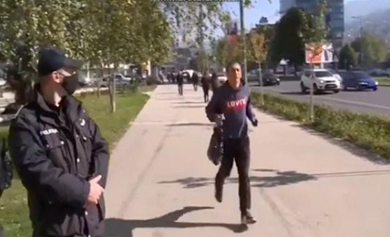 Само на Балканец ќе му текне: Како да избегнете казна за неносење маска на отворено (ВИДЕО)
