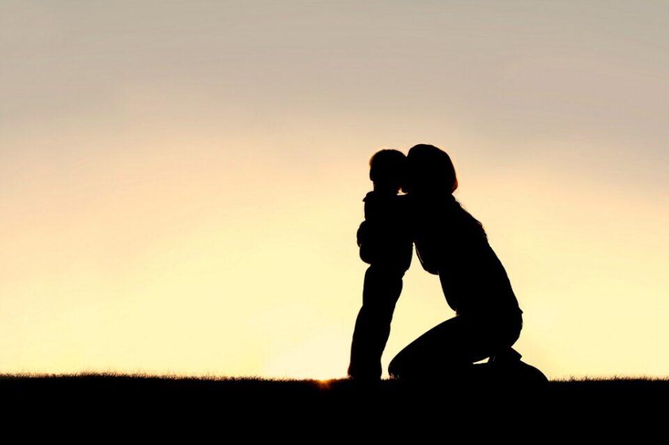 Љубовта од мајката може да ја промени судбината на детето – поучна приказна!