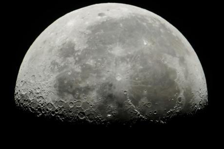 Големо откритие: НАСА потврди дека на Месечината дефинитивно има вода (ВИДЕО)