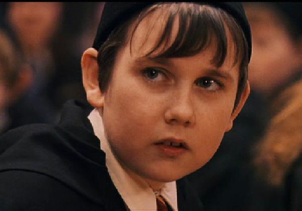 """Се сеќавате на буцкастото момче од """"Хари Потер"""" ? – Денска има 31 година и жените лудуваат по него!"""