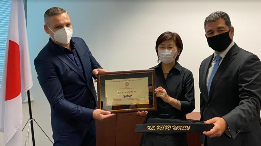 Награда почесен црн појас 1 дан од Џудо федерацијата на Македонија за јапонската амбасадорка