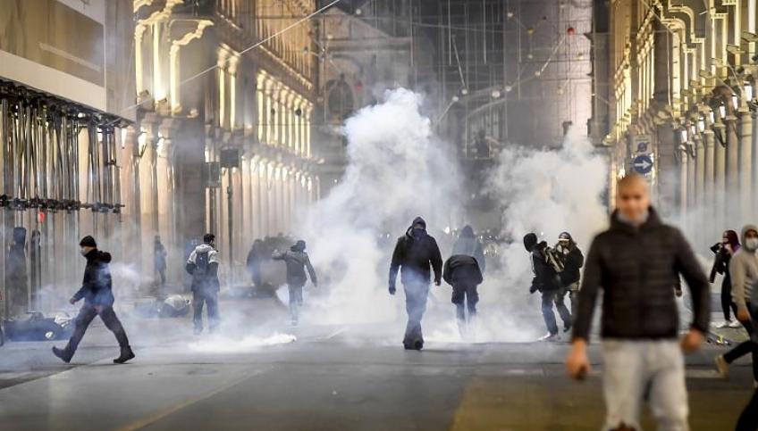 Протести во Италија поради мерките против Ковид-19