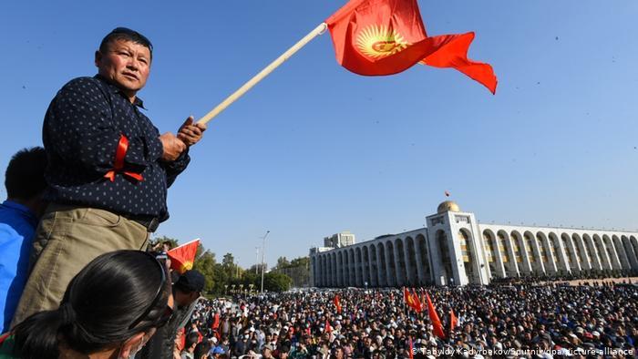 Продолжуваат протестите во Киргистан