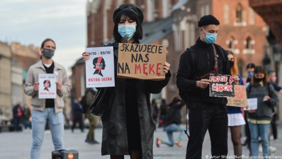 Протести во Полска поради строгите мерки за коронавирус