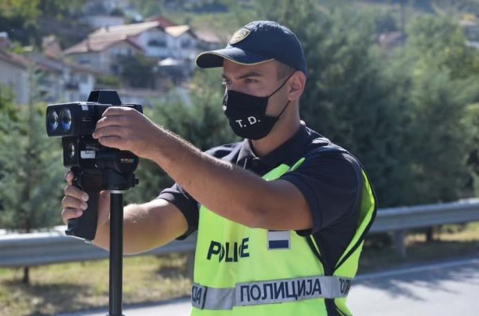 За само шест часа полицијата на тетовско подрачје казни 70 возачи за брзо возење
