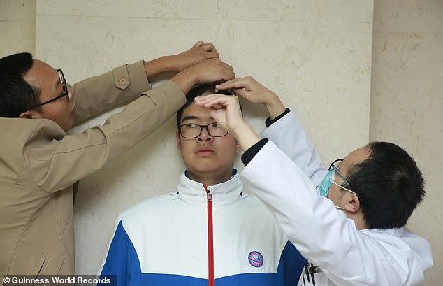 Дете-џин: Има само 14 години, а висок е 221 сантиметар
