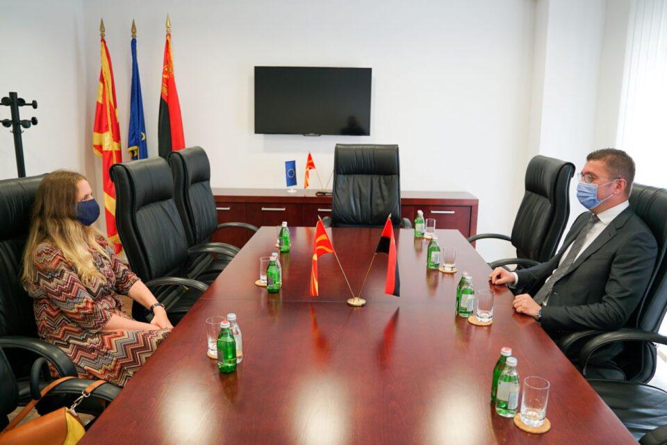 Мицкоски до Галовеј: Ситуацијата во Македонија е алармантна, власта не презема ништо