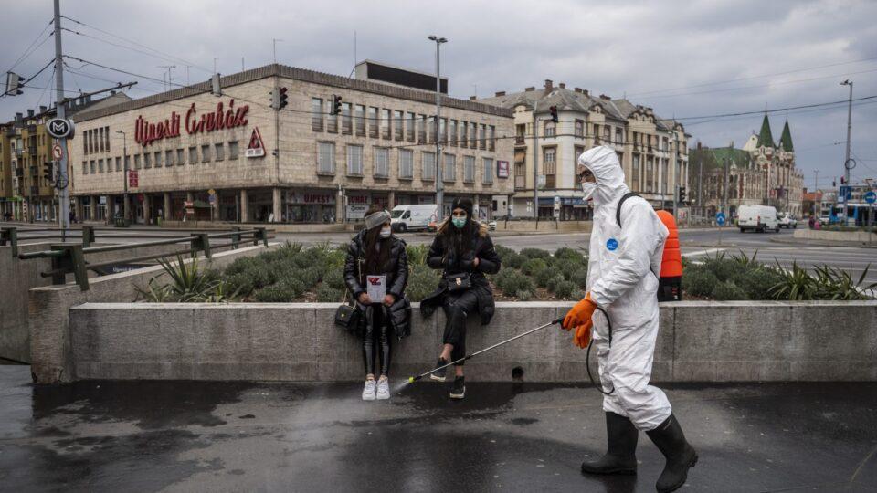 Унгарија почна да ги вакцинира здравствените работници