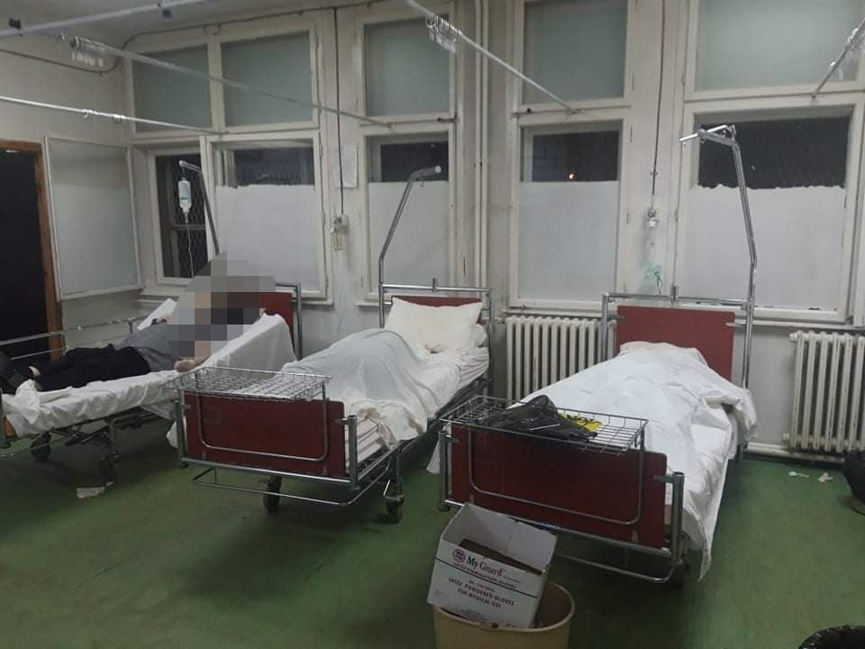 Ужас во здравството на Филипче: Во битолската болница човек прима инфузија, до него мртовец