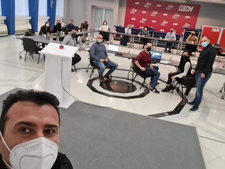 Дневно имаме по 40 починати и над 1000 заболени од коронавирус, а Филипче и Заев си тераат партиски состаноци