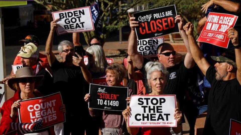 Приврзаниците на Трамп протестираат низ САД : Престанете со изборната измама (ВИДЕО)