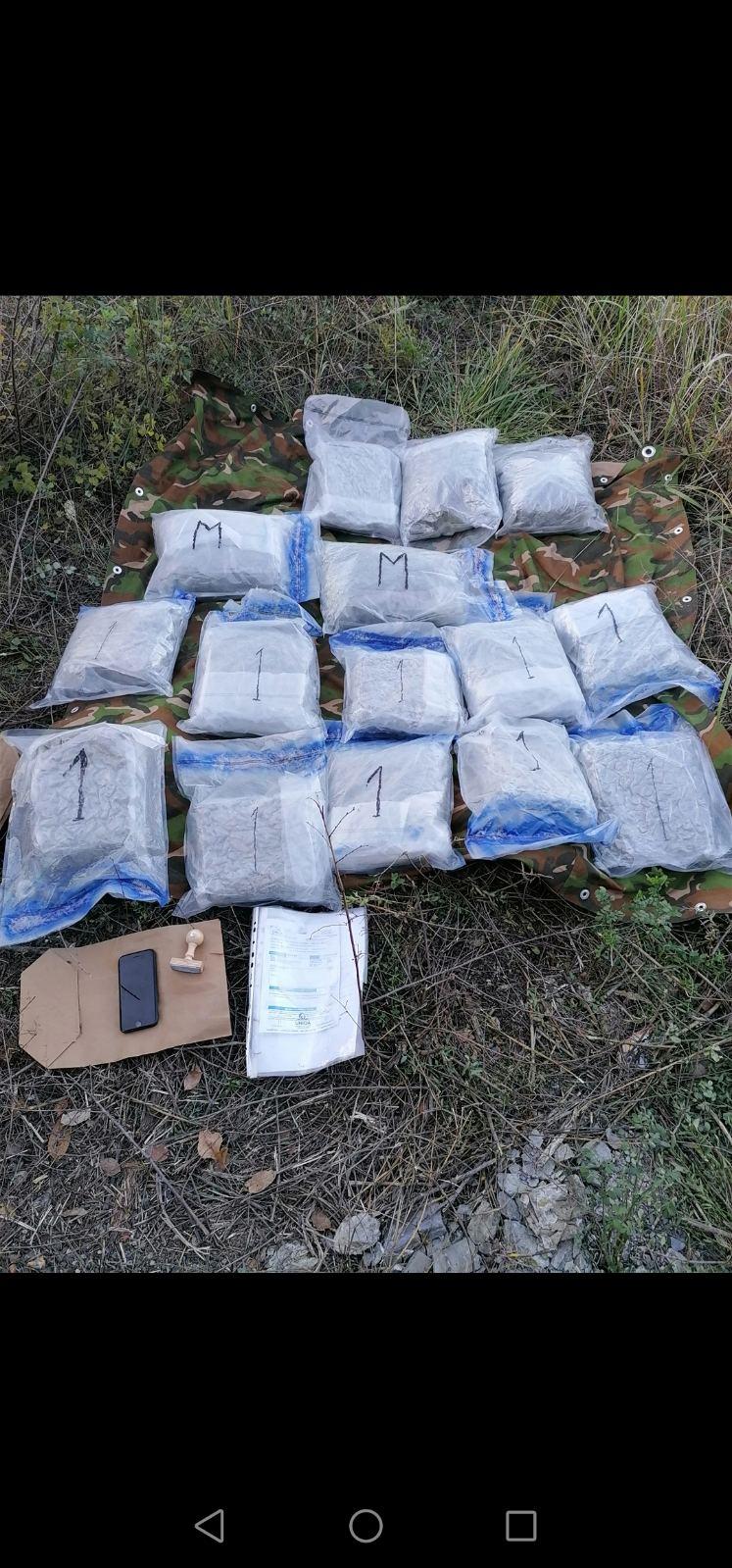 Запленети 36 килограми марихуана, приведени две лица