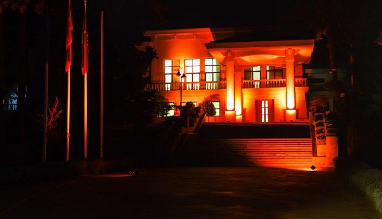 """ВИДЕО: """"Вила Водно"""" светна во портокалова боја во борбата против насилството"""