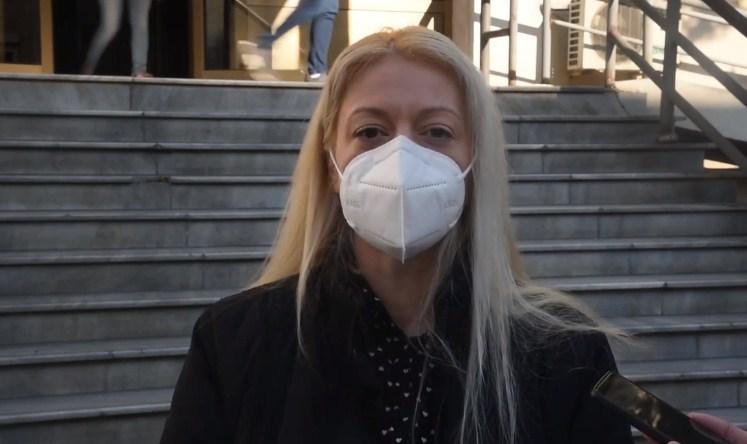 Андоновска: Му подаруваме бел мантил на Филипче, наместо популизам да се симне меѓу здравствените работници и пациентите