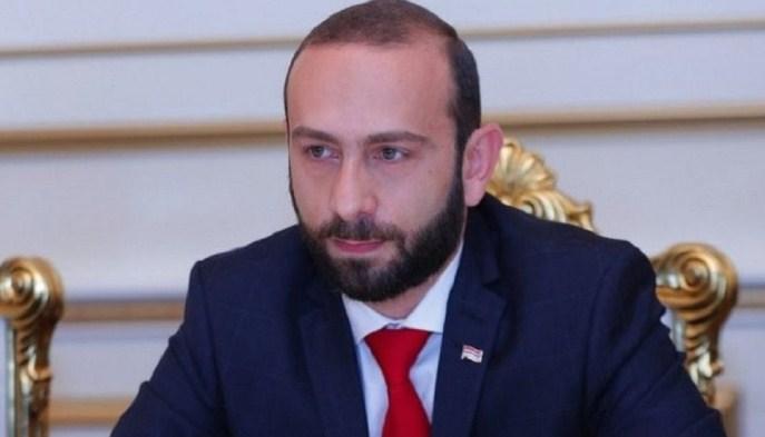 Големи немири во Ерменија: Демонстрантите го претепаа претседателот на собранието (ВИДЕО)