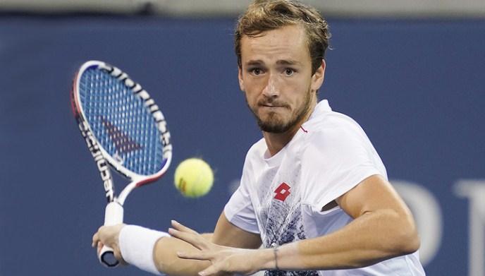 Mедведев за прв пат го победи Надал и се пласираше во финалето на АТП-завршниот турнир