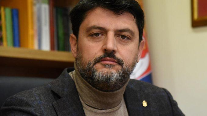 Црна Гора го протера српскиот амбасадор Божовиќ