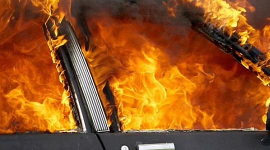 Автомобил изгоре на автопатот кај Неготино