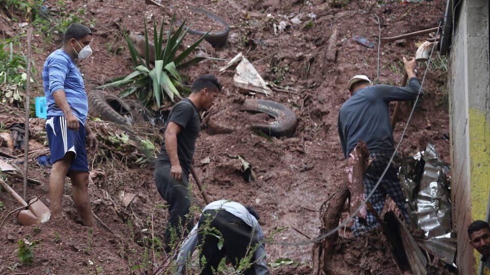 Најмалку 50 жртви во бурата Ета во Гватемала