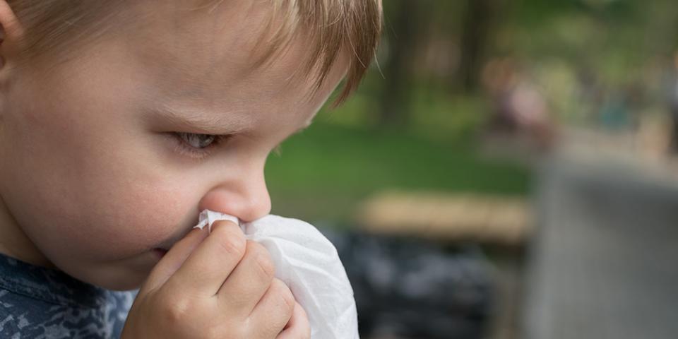 Британски научници: Децата веројатно поподложни на новата варијанта на коронавирусот отколку на досегашната