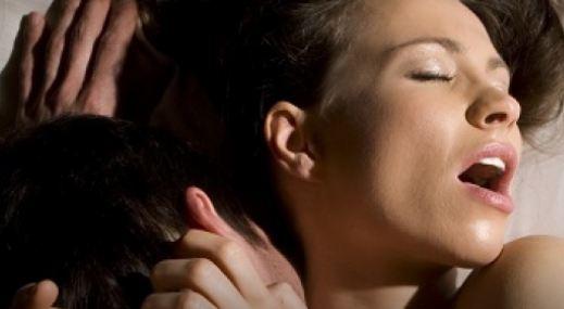 Хороскопот открива: Со кој знак ви е судено да имате најдобар секс?