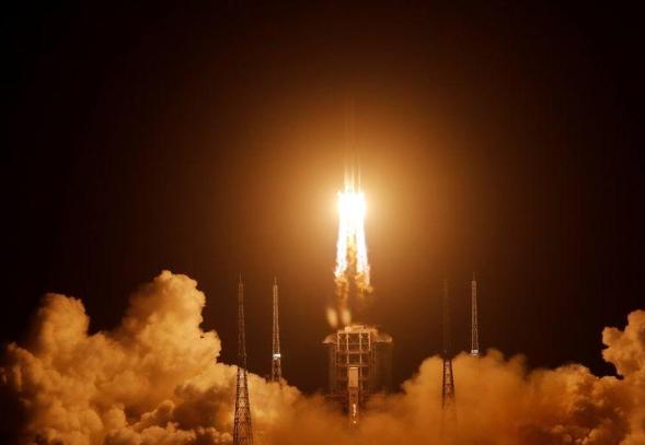 Кина успешно лансира роботизирано летало на Месечината по битни податоци за науката
