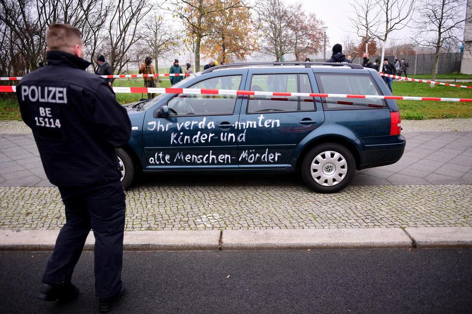 Берлин: При инцидентот Меркел и членовите на кабинетот не беа во опасност