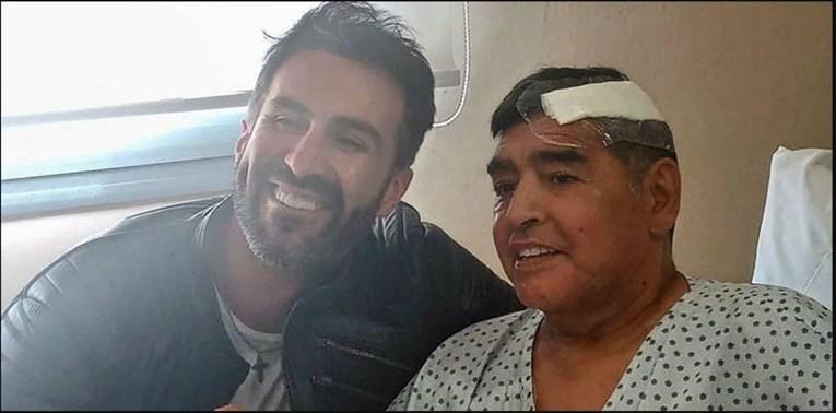Како да знаел дека го снима за последен пат- соседот на Марадона објави видео во кое тој едвај се движи, еве како реагираше фудбалерот
