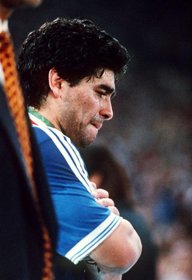 КОБНИОТ 25 НОЕМВРИ: Беа најдобри пријатели до смрт, а починаа на исти ден- Марадона го имаше тетовирано човекот кој го мразеше светот