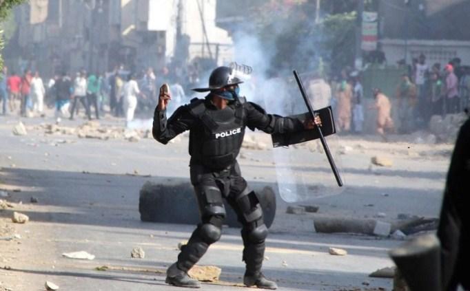 Уапсени стотици опозициски демонстранти во Пакистан
