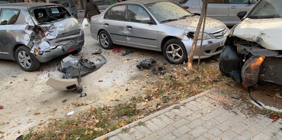 Карамбол во Аеродром: Залетан автомобил распарчи паркирани возила (ФОТО)