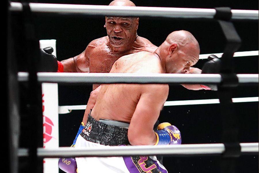 Тајсон се врати во рингот после 15 години и продуцираше бокс шоу кое ги воодушеви носталгичните фанови (Видео)