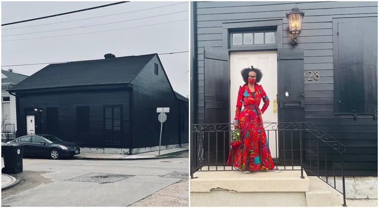 Американка ја обоила својата куќа во црно, вели дека има причина(ФОТО)