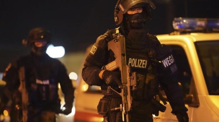 ФОТО: Твитерџија го најавил терористичкиот напад во Виена со пораки кои влеваат страв во коски