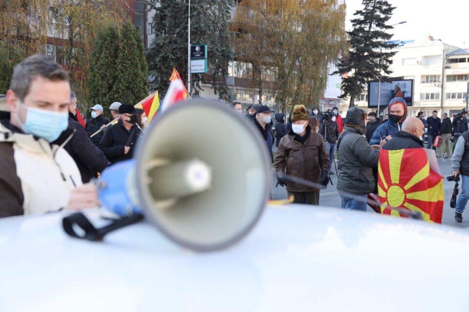 Се крупни отпорот, Македонија реагира, протестира и блокира за оставка на Заев