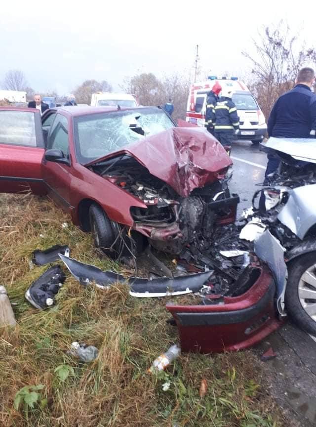 Детали за сообраќајната несреќа во Струмица- пет лица се повредени, шест пожарникари ги ваделе од автомобилите