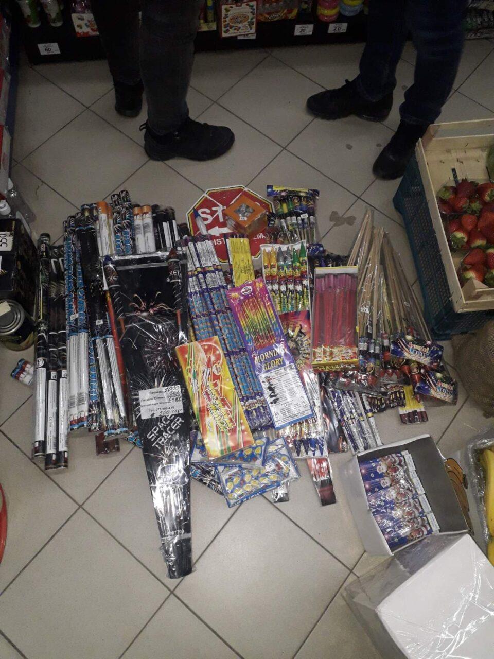 Приведени двајца тетовци што продавале пиротехника (фото)