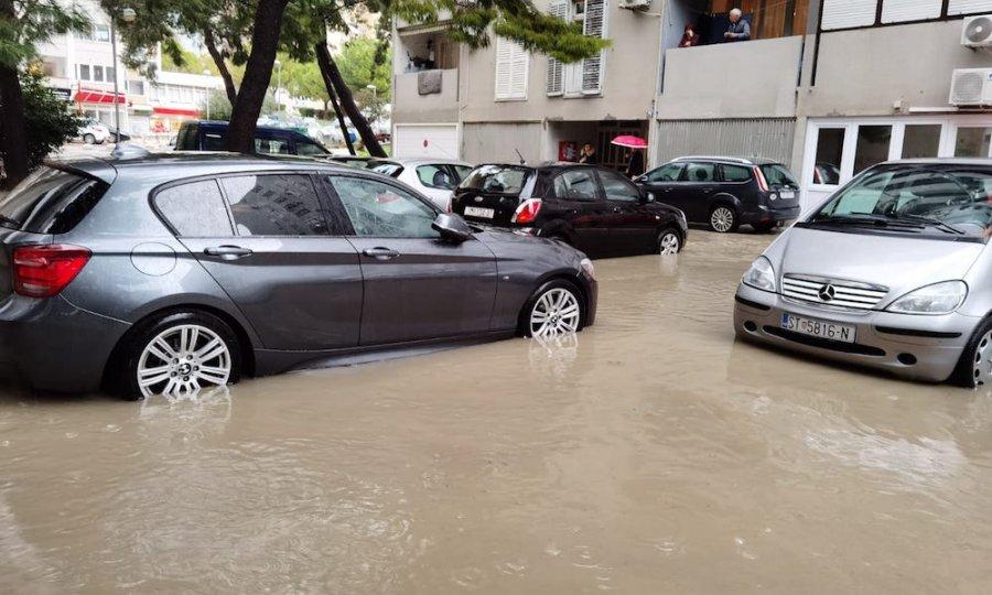Невреме предизвика поплави во Сплит (ВИДЕО)