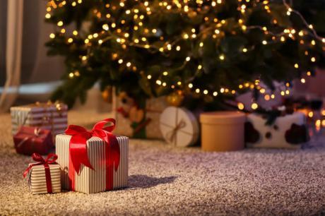ВИДЕО: Јапонски трик за пакување подароци, видеото го погледнале 11 милиони луѓе – еден потег е најважен