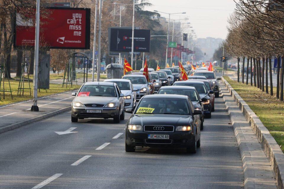 ФОТОГАЛЕРИЈА: Реки од народ на протест низ скопските улици, се бара оставка од Заев !