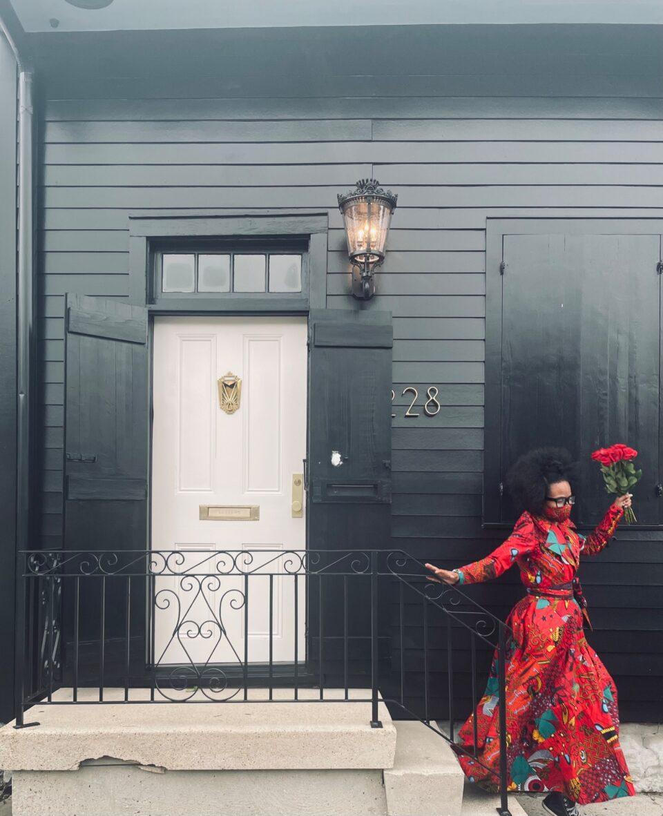 Американка си ја обои куќата во црно и стана вирален хит – еве и зошто