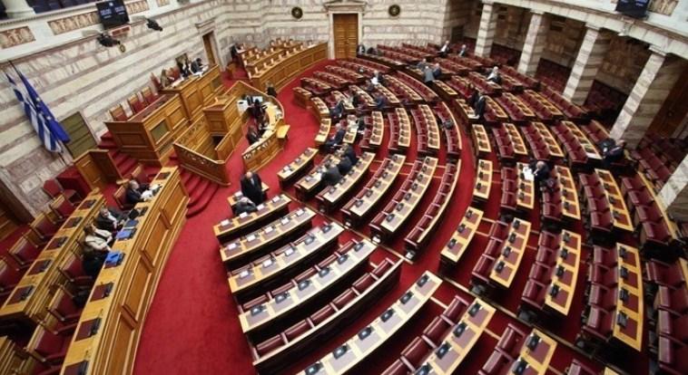 Грчкиот Парламент ја укина 20-годишната одредба за држење на децата бегалци без придружба во полициски станици
