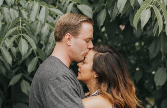 Колку време е потребно за да се заљубиме и како да знаеме кога некој е заљубен во нас