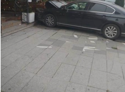 ФОТО: Автомобил утрово влета во познато скопско кафуле