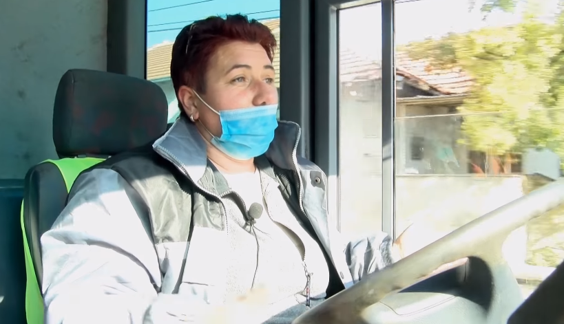 ЕДИНСТВЕНА ВО РЕГИОНОТ: Македонија се гордее со жената возач на камион за собирање на смет (ВИДЕО)