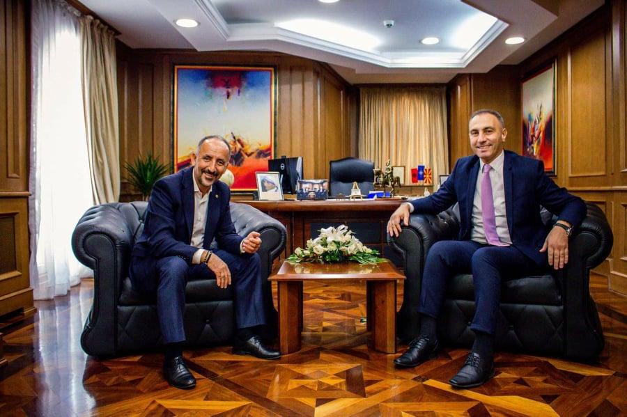 ФОТО: Ахмети си држи состаноци во Владата во канцеларијата на Груби