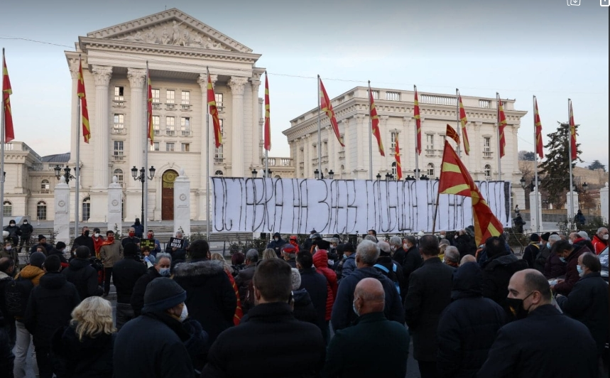Граѓаните бараат одговорност од премиерот: Оставка на Заев, слобода на народот