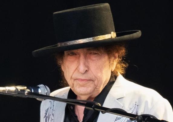 Боб Дилан обвинет за силување на малолетничка! Ужасот од минатото исплива во јавноста: Ја снабдувал со алкохол и дрога и ја злоставувал